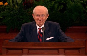 gordon-b-hinckley_at_pulpit